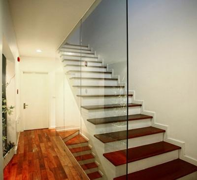 Vách ngăn cầu thang và phòng bếp 2