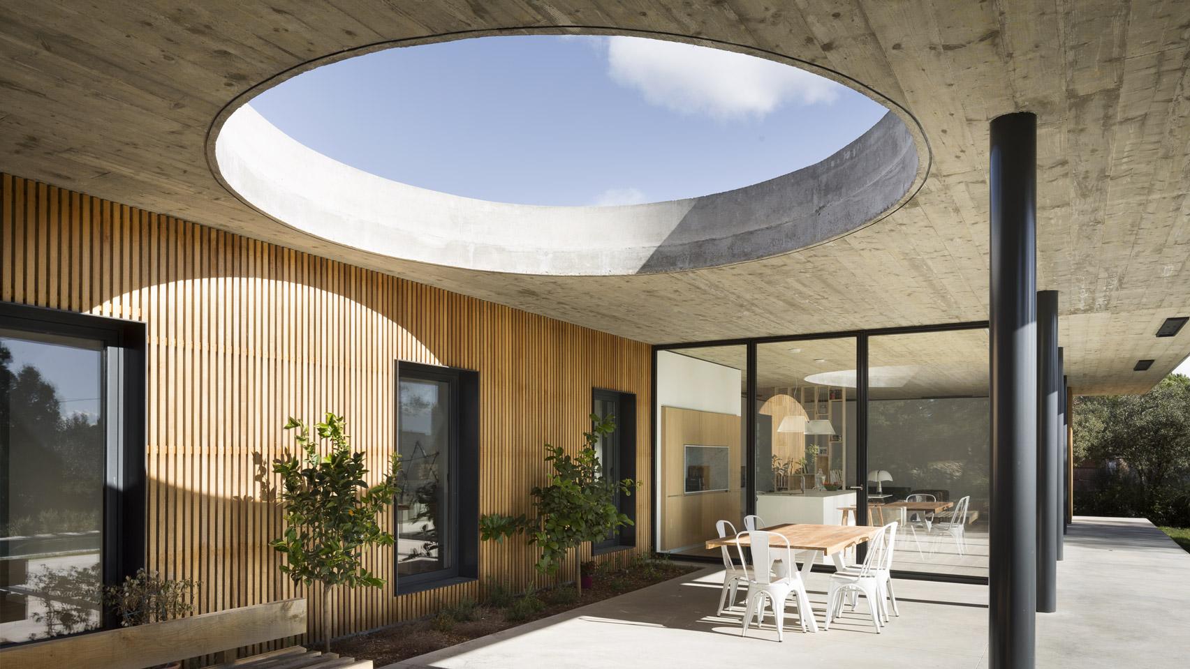 nhà 2 tầng kiến trúc Pháp 1