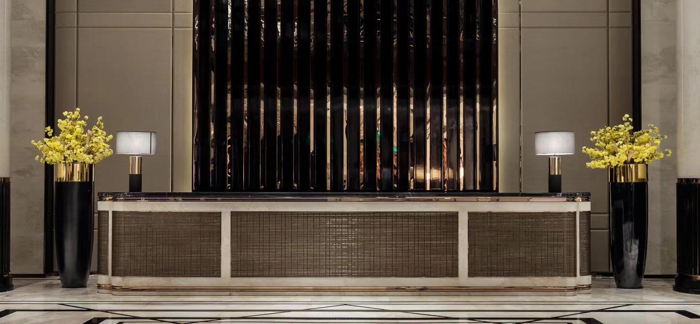 Quầy Lễ tân khách sạn với Tấm ốp Resin